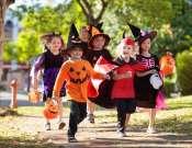 Halloween jelmezes édesség-gyűjtő séta a Hunyadivárosban