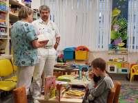 77 mesekönyvet ajándékoztak a kecskeméti Ráday Múzeum munkatársai a Megyei Kórház Csecsemő - és Gyermekosztályának