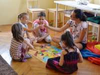 Egy kecskeméti iskola, ahol a gyerekek állnak a középpontban – interjú Józanné Sipos Etelkával