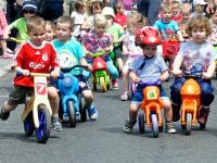 Szeptember 30-án lesz a kismotoros felvonulás Kecskeméten: Babakocsis és kismotor, futóbiciklis gyermekfelvonulás